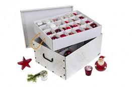 Kreher Weihnachtlicher XL Deko Karton mit Einsätzen für ca. 40 Weihnachtskugeln. Aus stabiler Pappe mit Griffen aus Kunststoff. In Weiss mit einem goldfarbenen Retro-Design Aufdruck. - 1