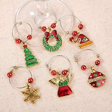 COSORO Weihnachten Tischdeko Kits-30 Fun Weihnachten Glas Dekorationen,6 Xmas Socken Bestecktasche Besteckhalter Taschen,6 Weinglas Charms Marker,1 Pack Xmas Confetti - 7