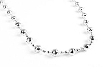 Helmecke & Hoffmann * Weihnachtsbaum-Kette mit Mini-Diskokugeln   Länge: 110 cm   Farben: Gold, Silber oder Rot   Kugelkette Perlenkette Partykette (Silber) - 2