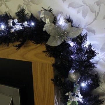 WeRChristmas Weihnachtsdekoration 9ft beleuchteter Weihnachtsgirlande beleuchtet mit 40cool weiß LED-Lichtern, schwarz/Silber - 2