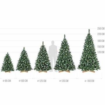 FairyTrees künstlicher Weihnachtsbaum Kiefer, Natur-Weiss beschneit, Material PVC, echte Tannenzapfen, inkl. Holzständer, 220cm, FT04-220 - 7