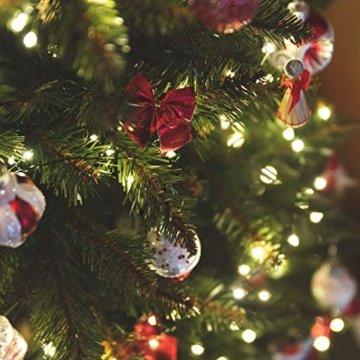 FairyTrees künstlicher Weihnachtsbaum Slim, Kiefer Natur-Weiss beschneit, Material PVC, echte Tannenzapfen, inkl. Holzständer, 220cm, FT09-220 - 8