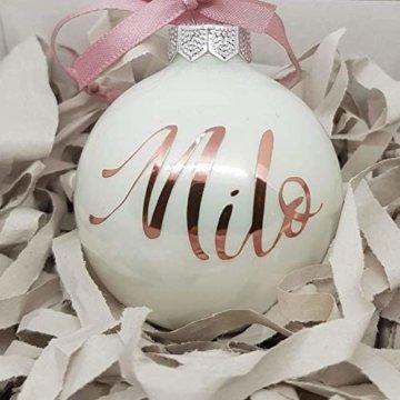 Weiße Weihnachtskugel aus Glas mit Namen in Roségold | Christbaumkugel | Weihnachtskugel Personalisiert | Weihnachtsgeschenk | Baumschmuck | 1. Weihnachten Baby | Sternenkinder - 1