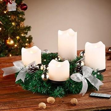 Britesta Tannenkränze LED-Kerzen: Adventskranz mit weißen LED-Kerzen, silbern geschmückt (Elektrische Kerzen Adventskranz) - 2