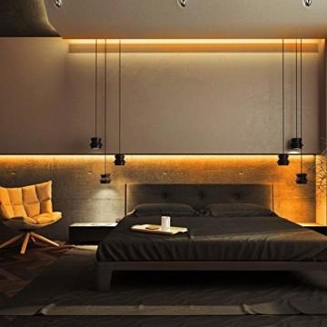 Govee LED Streifen 5m, RGB LED Strip mit Fernbedienung, farbänderbares LED Lichtband für Zuhause, Schlafzimmer, TV, Tische, Schrank, 12V - 3