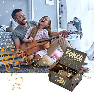 Yideng Holz-Spieluhr mit Handkurbel, Spieluhr mit Basteln Star Wars Thema Klassische Spieluhr Antike geschnitzte Spieluhr Home Basteln für Erwachsene Kinder Geburtstag Weihnachten Erntedankfest - 2