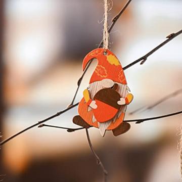 VALERY MADELYN Holz Deko Hänger Herbst Dekoration Figuren 24er Set 4.5-5.5cm Zwerg Wichtel Ahornblatt Pilz Herstdeko Bunte bemalt Fensterhänger mit Schnur zum Aufhängen Erntedankfest Thanksgiving - 6