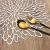 wiipara 6er Set Platzsets Rund 38cm rutschfest Platzdeckchen Abwaschbar, PVC Abgrifffeste Hitzebeständig Tischsets Rund Platz-Matten für Küche Speisetisch Bankett (Silber, 6er Set) - 4