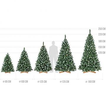 FairyTrees künstlicher Weihnachtsbaum Kiefer, Natur-Weiss beschneit, Material PVC, echte Tannenzapfen, inkl. Holzständer, 120cm, FT04-120 - 5