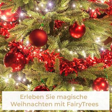 FairyTrees künstlicher Weihnachtsbaum Kiefer, Natur-Weiss beschneit, Material PVC, echte Tannenzapfen, inkl. Holzständer, 120cm, FT04-120 - 6