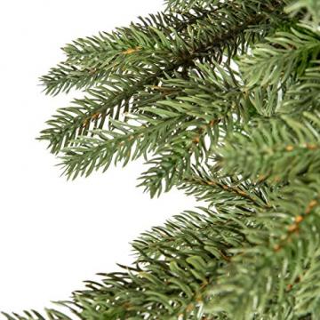 FAIRYTREES Weihnachtsbaum künstlich BAYERISCHE Tanne Premium, Material Mix aus Spritzguss & PVC, inkl. Holzständer, 220cm, FT23-220 - 2