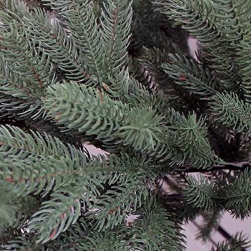 RS Trade HXT 1418 künstlicher PE Spritzguss Weihnachtsbaum 210 cm (Ø ca. 132 cm) mit ca. 4850 Spitzen, schwer entflammbarer Tannenbaum mit Schnellaufbau Klappsysem, inkl. Metall Christbaum Ständer - 4
