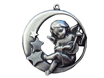 Zinngeschenke Engel im Mond mit Sternen (D) 6,0 cm als Ganzjahresanhänger, Wand- oder Fensterbild Christbaumschmuckanhänger, Zinn Christbaumschmuck, Weihnachtsbaumanhänger, Zinnfiguren Weihnachten - 1